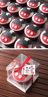 mickey mouse cupcakes best 25 cupcake mickey ideas on sobremesas da disney