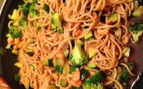 cuisiner des pates chinoises recette wok de nouilles chinoises aux légumes pas chère et simple