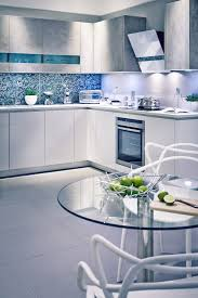 cuisine gris et bleu armoires de cuisine blanches avec quels murs et crédence