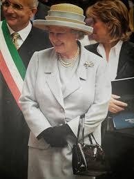 queen handbag queen elizabeth s launer handbag 2000 welcome to bagaholic 101