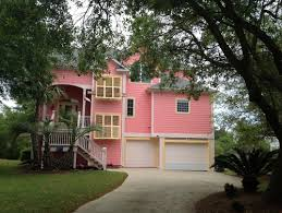 please help exterior paint color with green roof and candyland