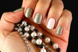nails with diamonds and pearls beautify themselves with sweet nails