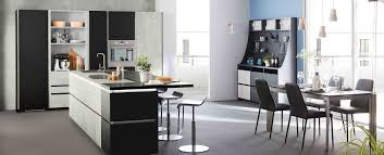 cuisine en beton cuisine moderne grise béton design en îlot ambiance fabrik mobalpa