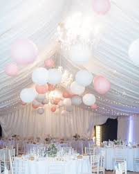 paper lanterns with lights for weddings licht roze en witte lionnen in de feesttent light pink and white