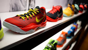 amazon nike running shoes black friday sale foot locker shares fall 25 ceo says he is not afraid of amazon