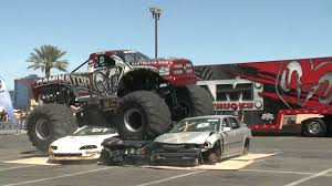 monsters truck videos raminator monster truck crushes cars youtube