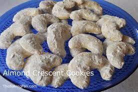 almond crescent cookies recipe thebakingpan com