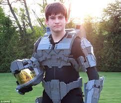 Lego Brick Halloween Costume Lego Fan Ben Caulkins Builds Halo U0027s Master Chief 10 000