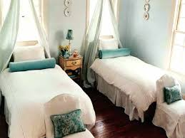 decorating ideas for bedrooms on a budget guest bedroom decorating ideas budget betweenthepages club