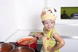 conseils pour cuisiner cuisiner en toute sécurité avec votre enfant nos petits mangeurs