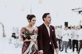 wedding dress raisa in bali raisa andriana and hamish daud wyllie s wedding