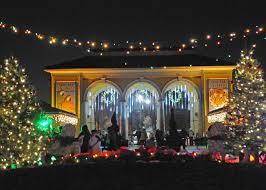 brookfield zoo winter lights brookfield zoo s holiday magic lights up the holiday season just