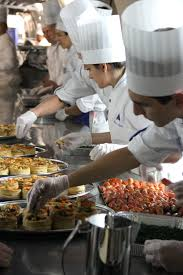 ac versailles cuisine lycée rené auffray élèves de cuisine en plein assemblage de la