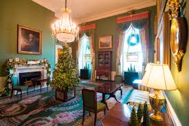 home decorations images the white house reveals its christmas decorations melania trump