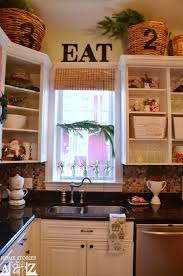 White Christmas Kitchen Decor by Tips On How To Decorate Your Kitchen For Christmas Home Stories