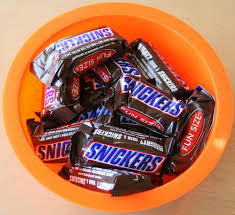 snickers cooking to use up halloween candy u2014 shockingly delicious