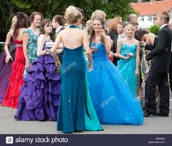teenage girls and boys dressed up for their secondary prom