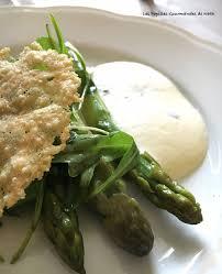 cuisine asperges vertes asperges vertes et blanches cuites sabayon basilic tuile de parmesan