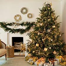 Decorate Christmas Tree At Home by Christmas Tree Decorating Ideas Southern Living