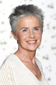 hairstyles for over 70 with cowlick at nape illa is looking very modern with this hair cut it looks as if she