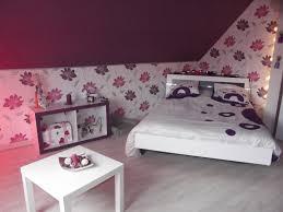 chambre blanc et violet chambre blanc et fushia paruure accessoire lit lzzy co