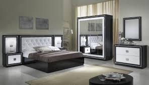 chambre avec miroir armoire design 4 portes avec miroir laquée blanche et appoline
