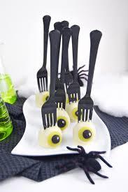 halloween eyeball cakes creepy eyeball cake pops for halloween club crafted