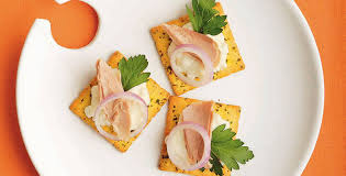 canape cottage cottage cheese and tuna crisps
