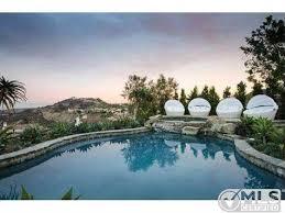 Kourtney Kardashian New Home Decor by Kourtney Kardashian U0027s Bold Decor Attracts Buyer