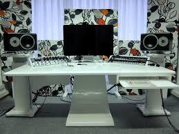 bureau studio musique white on white décors designs design