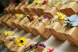 family reunion favors let table decorations be used as neat table favors 8 ways to