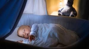 quand faire dormir bébé dans sa chambre 15 conseils pour améliorer le sommeil de bébé parents fr
