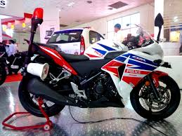 honda cbr250r honda shows the cbr250r police bike autoevolution