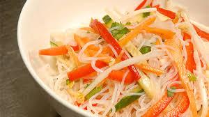 cuisiner vermicelle de riz recette salade de vermicelles épicée à la coriandre de suzanne liu