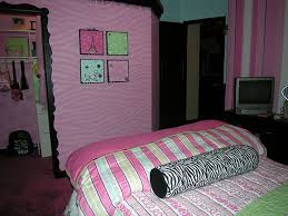Teenage Girls Bedroom Ideas by Cute Teenage Bedroom Design With Pink Wall Color And Stripped