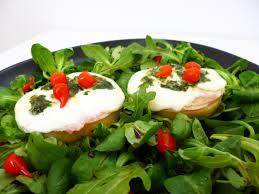 basilic cuisine crostinis de polenta mozzarella basilic la recette facile par