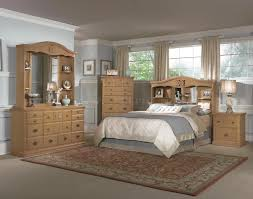 Light Pine Bedroom Furniture All Wood Country Style Bedroom W Carved Wood Accents