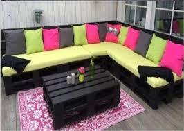canapé en palette de bois valérie damidot adopte le salon de jardin en palettes