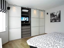 placard chambre sur mesure armoire sur mesure dans la chambre à coucher avec portes
