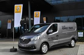 renault van 2017 prices released for renault trafic and vauxhall vivaro siblings