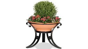 dalia in vaso fioriera in metallo e vaso in terracotta per arredo urbano modello