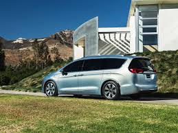 chrysler car 2016 chrysler unveils plug in hybrid electric pacifica minivan wired