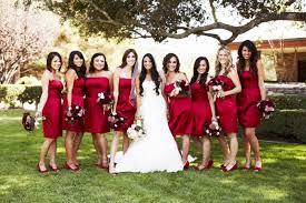 kleider f r brautjungfer cranberry rot zur hochzeit die perfekte farbe für die deko