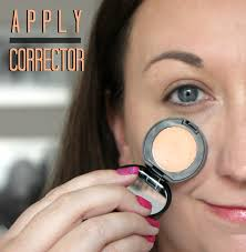 elle sees beauty blogger in atlanta how to cover dark circles