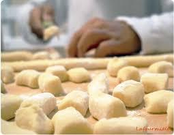 comment cuisiner des gnocchi gnocchi maison ou comment mettre la à la pâte la fourmi elé