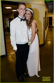 nashville u0027s lennon stella leaves prom early to sing at concert