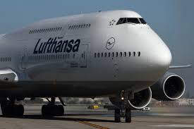 review flying upstairs on the lufthansa 747 8 to and from
