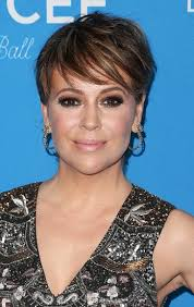 hot hair styles for women under 40 hairstyles alyssa milano s hot new short haircut sophisticated