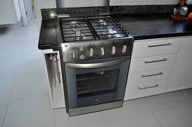 cuisine gaz image libre cuisine gaz cuisinière inox acier