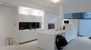 credence cuisine blanc laqué crédence en verre laqué noir absolu afdesign le